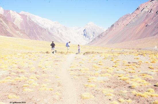 Premières heures de marche dans le Parc National de l' Aconcagua
