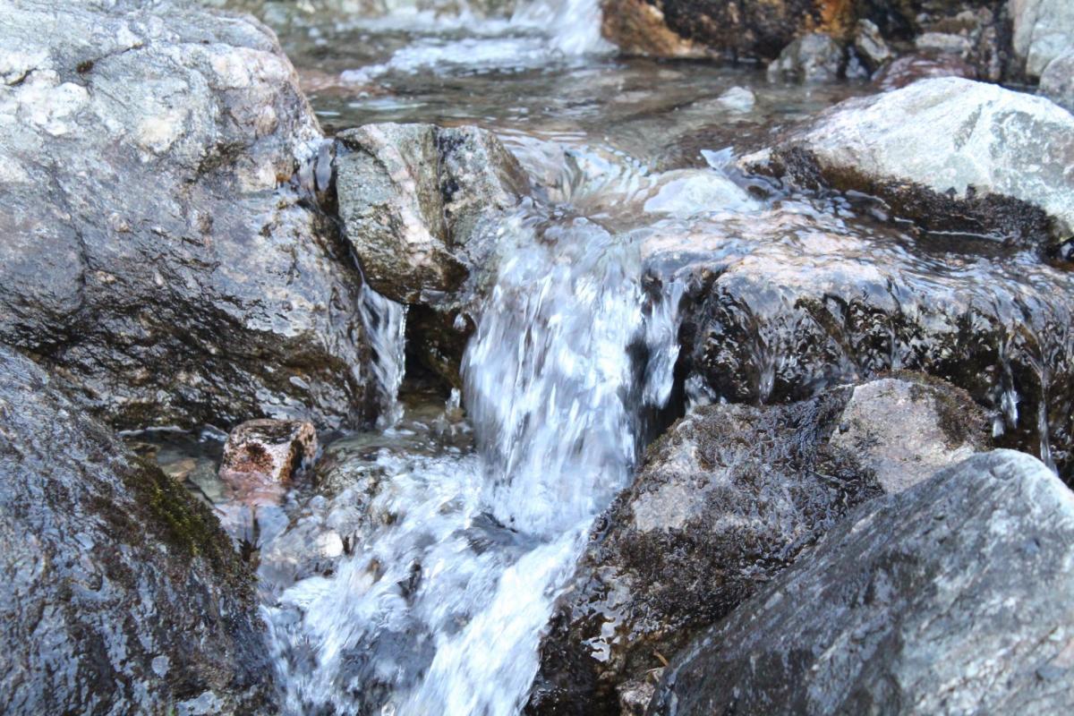 Petite cascade en altitude