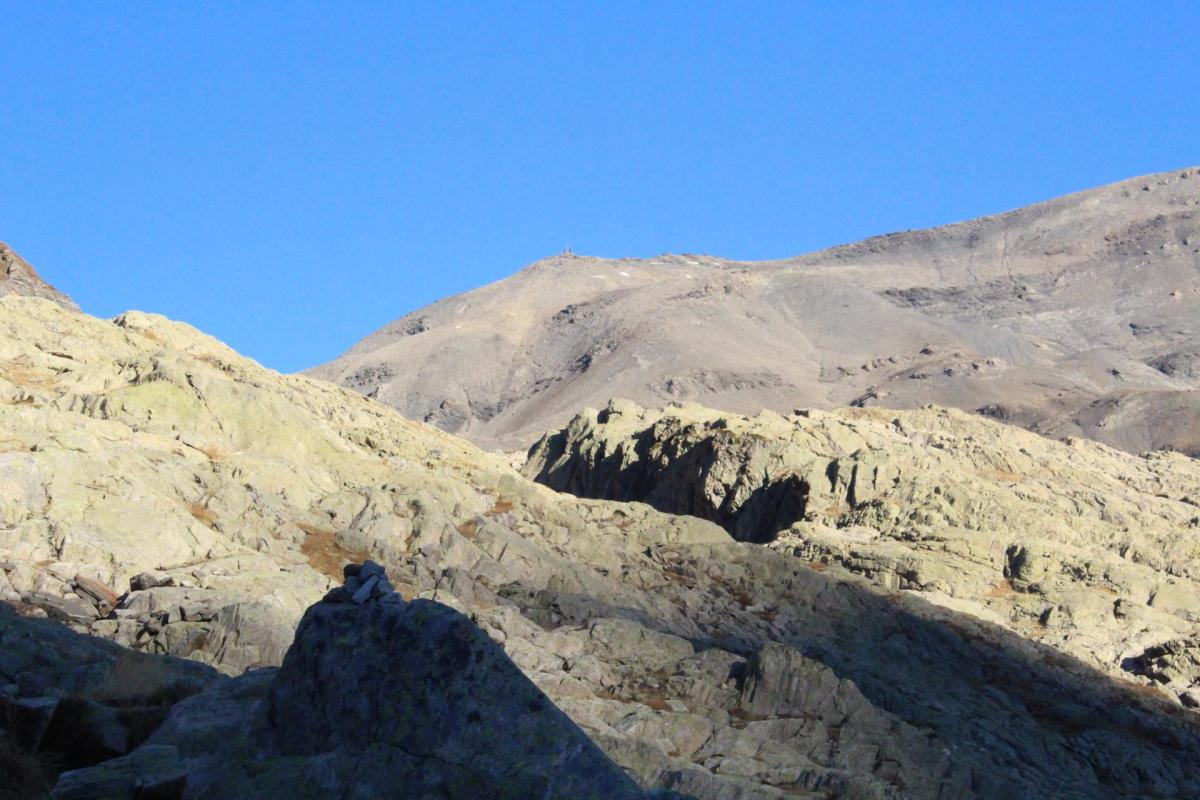 Le mont Buet, 3096 m, au lointain...
