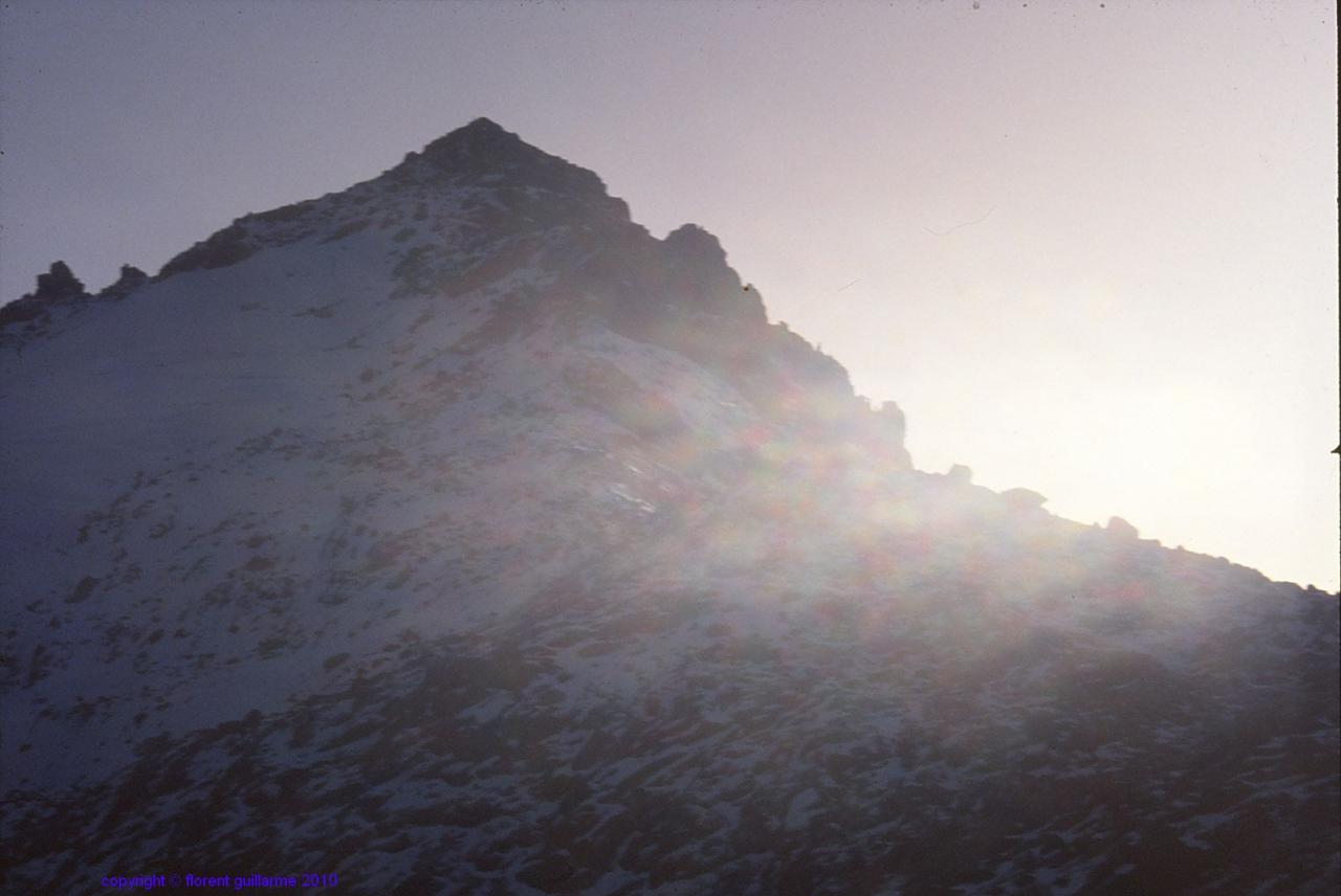 Premières lueurs sur le sommet de la Lenana Peak, au Kenya