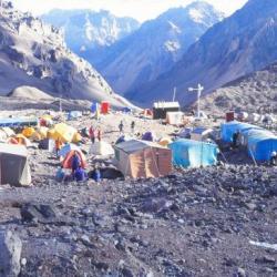 Le camp de base de l' Aconcagua, Argentine